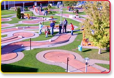 Outdoor Minigolf Anlage Spielbahnen